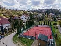 Veřejné tenisové kurty - chalupa k pronájmu Klobouky u Brna