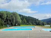 Koupaliště s vyhřívanými bazény 1 km od chaty - pronájem Starý Hrozenkov