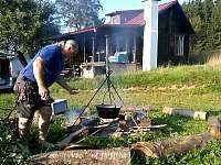 K dispozici je ohniště i druhá chata - chalupa ubytování Valašské Klobouky