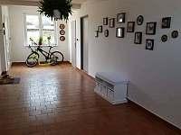 Vstup a místnost pro kola - Vnorovy - Lidéřovice