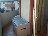 1.balkón-vstup z ložnic - pronájem apartmánu Mikulov na Moravě