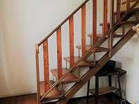 Jezuitský sklípek - schodiště k pokojům - pronájem chalupy Vrbice u Břeclavi