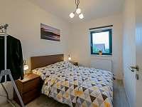 Ložnice s manželskou postelí - apartmán ubytování Vranovice
