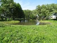 Rybník Stříbrňák se nabízí k vycházce - Vranovice