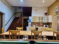 společenská místnost s kulečníkem a kuchyňským koutem - chata k pronajmutí Ivančice