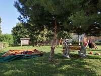 Dětské hriště 300m - chalupa k pronajmutí Šardice