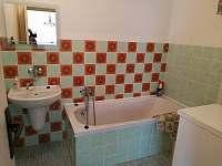 Koupelna - chalupa k pronajmutí Šardice