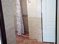 Koupelna + WC - chalupa k pronajmutí Hluboké Mašůvky