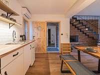 Kuchyně v obytné místnosti B - chalupa k pronajmutí Žádovice