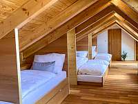 Akátový pokoj v podkroví - chalupa ubytování Štítary