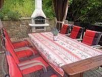 Krb na horní terase, v ceně je uhlí + pepo + zápalky, abyste mohli grilovat - chata ubytování Bítov