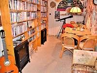 Obývák snů s televizí + 1500 DVD nosičů světových filmů - Bítov