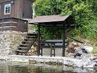 Rybářské místo s loďkou - chata k pronájmu Bítov