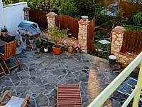 Dvorek - pronájem rekreačního domu Mikulov