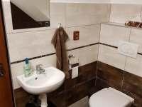 Koupelna ložnice - toaleta a umyvadlo - Mutěnice