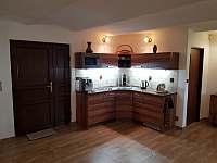 Obývací pokoj - kuchyňský kout - chata k pronajmutí Mutěnice