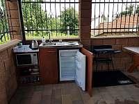 Terasa - letní kuchyně a gril - chata k pronájmu Mutěnice