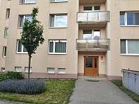 okna bytu vlevo dole - apartmán ubytování Znojmo
