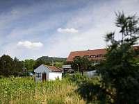 Výhled na Hrad Děvičky ze zahrady - chata k pronajmutí Dolní Věstonice
