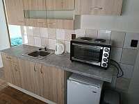 apartmán s dvorkem kuchyň - k pronájmu Šakvice