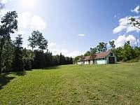 Pohled ze zahrady - chalupa k pronajmutí Vevčice
