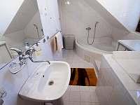 koupelna - chalupa k pronajmutí