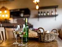 Vinný rodinný sklípek - apartmán k pronájmu Hrabětice