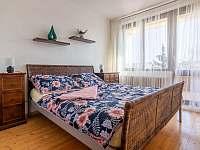 ložnice s manželskou postelí - pronájem apartmánu Břeclav - Poštorná