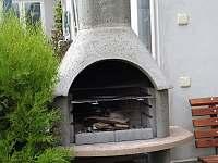 Venkovní krb - rekreační dům k pronajmutí Břeclav - Poštorná