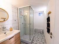 Koupelna v centrální části objektu - po uplné rekonstrukci v roce 2021 - chalupa k pronájmu Šakvice
