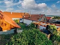 Pohled na uzavřený dvůr - chalupa ubytování Šakvice