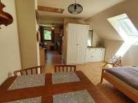 Ložnice navazující na kuchyň v patře - chata k pronajmutí Buchlovice - Smraďavka