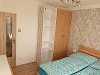 Ložnice 1 - apartmán k pronájmu Milovice