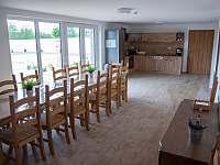 kuchyň, spol.místnost - chalupa k pronájmu Drnholec