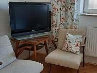 posezení v pokoji č. 2 - pronájem rekreačního domu Kněžpole