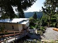 pohled z parkoviště - chata ubytování Buchlovice - Smraďavka