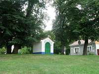 Kaplička v obci