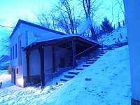 Pohled v zimě na sklípek před rekonstrukci - apartmán ubytování Rohatec