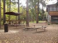 venkovní posezení - chata k pronájmu Starý Petřín