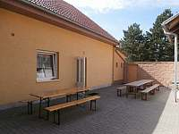 Dvorek penzionu - ubytování Vrbice