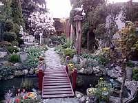 zahrada ve dvoře - rekreační dům k pronájmu Hlohovec