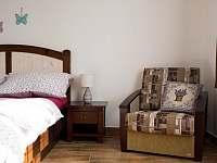 """""""Levandulová chalupa"""", """"Ložnice č. 1 - detail postele"""""""
