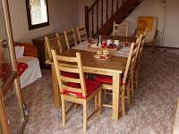 stůl pro 8 osob