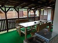 zastřešená terasa s grilem - Roštín