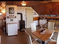 Pokoj - pohled na kuchyňku