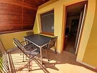 Balkon s posezením - pronájem chaty Mutěnice