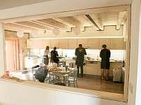 Otevírací večírek zvládli 4 kuchaři