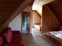 podkroví- velký pokoj