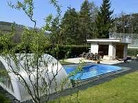 Bazén a letní kuchyń