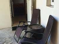relax křesla ve dvoře - Kněždub